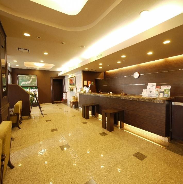 【フロント】フロントでは朝夜にドトールコーヒーを無料でご用意。観光情報も豊富です♪