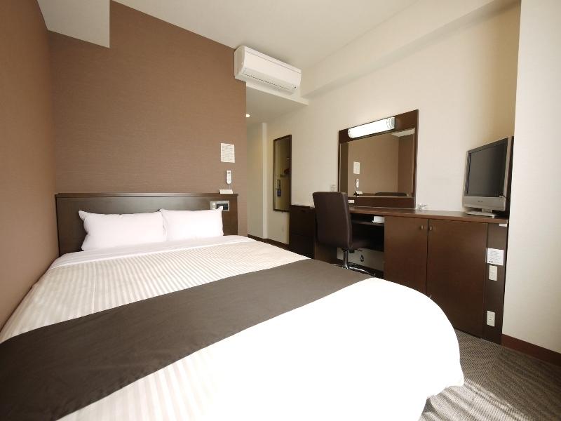 【コンフォートセミダブル】140センチ幅のベッドにさまざまな快適性。リーズナブルにご宿泊いただけます