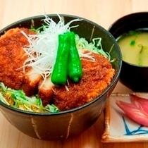 【ソースカツ丼】人気のソースカツ丼!がっつりどうぞ!