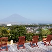 [茶目湯殿]天空の湯(露天風呂) 富士山を眺める