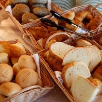 [朝食バイキング]焼き立てパン