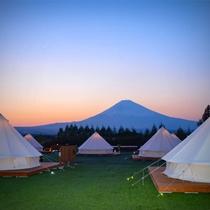 ダイナミックな富士山を眺めながらお酒を楽しむ!