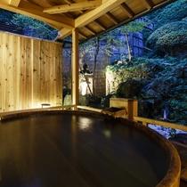 檜の露天風呂