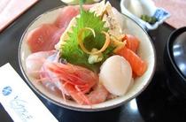 新鮮刺身の海鮮丼