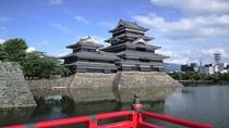 ■松本城(夏)(写真提供:長野県観光機構)