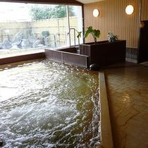 大浴場:源泉掛け流しの大浴場