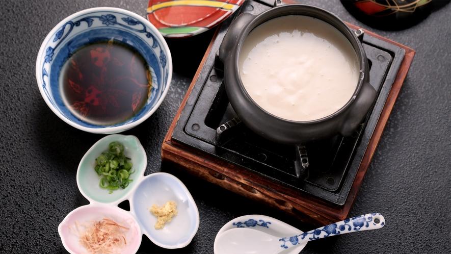 朝食:豆乳の香り豊かな出来立ての豆腐