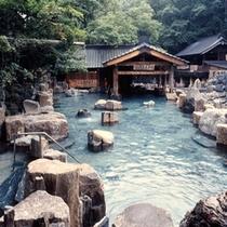 『摩訶の湯』混浴・100畳/宝川温泉で一番有名な露天風呂です。