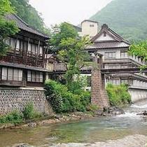 【外観】新緑の眩しい宝川温泉