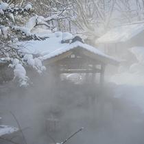 『摩訶の湯』冬・混浴・100畳/冬の雪見露天風呂はおすすめ!