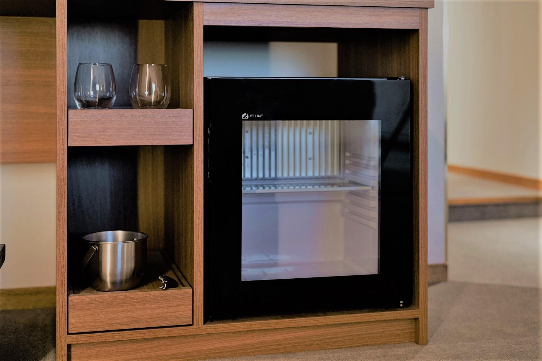 客室備品一例(冷蔵庫)