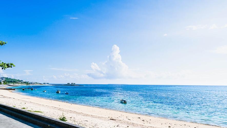 ・夏はビーチで海水浴をお楽しみください