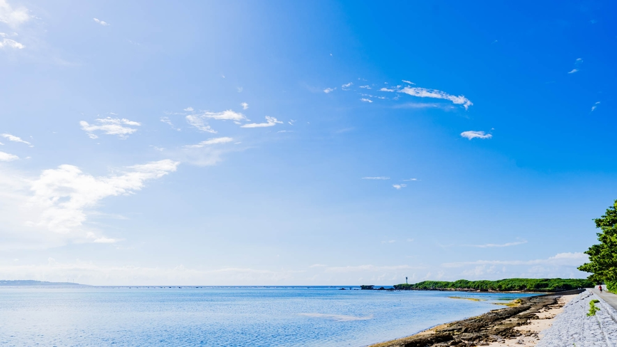・空と海が一体化、青く美しい風景