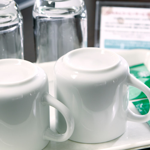 ◆客室備品◆お部屋にはグラス、マグカップ、お茶(粉末)をご用意♪
