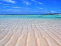 【百合ヶ浜ビーチ】干潮時に姿を現す砂模様