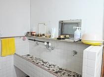 【共同洗面台】2台あります