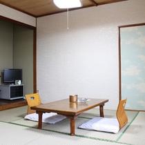 *和室8畳一例/豪華な設備はございませんが、のんびりゆったりお寛ぎいただけます。