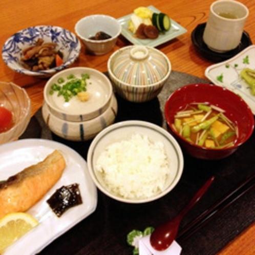 日本の朝、和朝食膳
