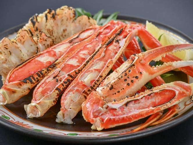 【焼き蟹】北陸と言えば、何と言っても〝ずわい蟹〟ホクホクの身は香ばしい香りが口の中で広がります♪