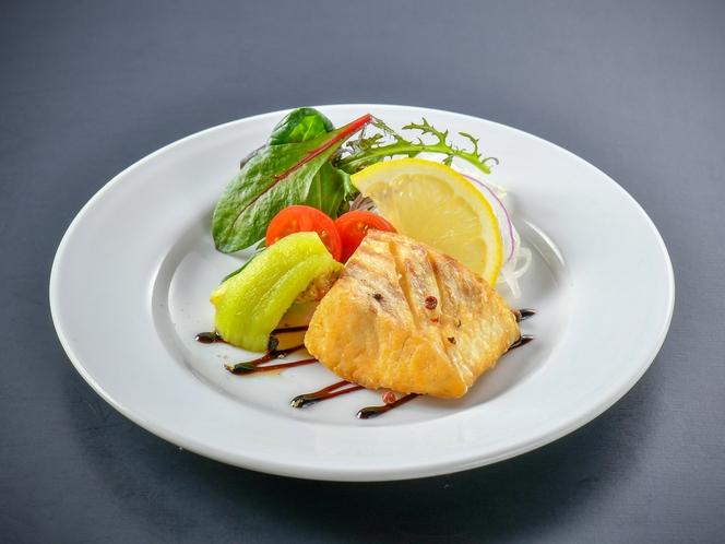 【白身魚のソテー】旬の白身魚を季節の料理長特製ソースでお召し上がりください♪