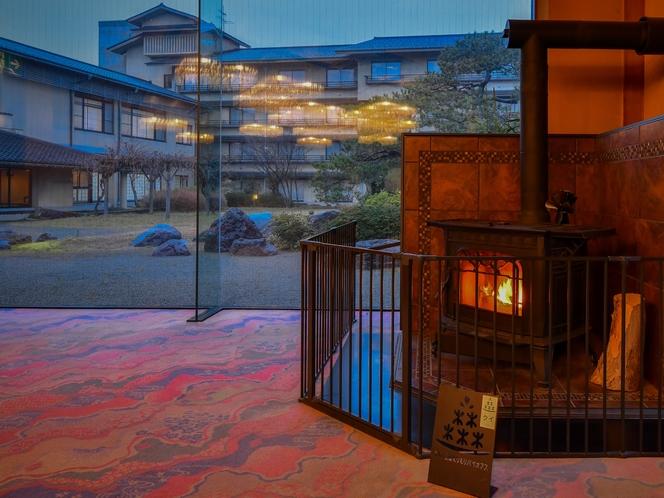 【胡蝶】「エネルギーの地産地消」をテーマに地元の間伐材を薪に使用した暖炉