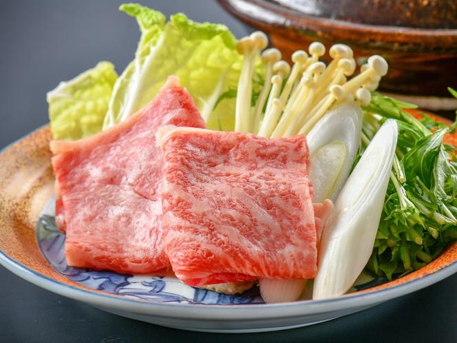 【牛しゃぶしゃぶ】牛薄切り肉にすることで肉の旨味をしっかり感じられるしゃぶしゃぶをどうぞ♪