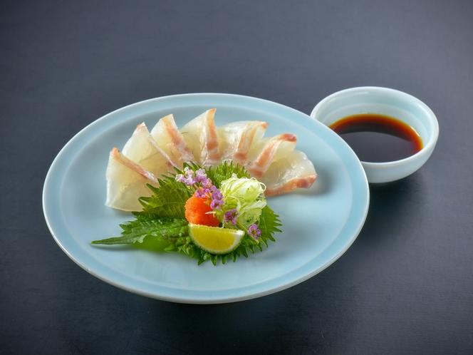 【鯛の薄造り】ぷりっぷりの食感と薄造りだから味わえる鯛の旨味をご堪能ください♪