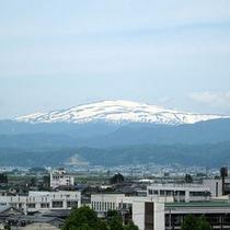 ■ホテルから臨む月山