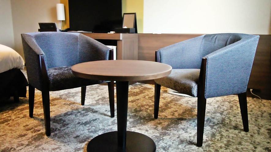 ツインルーム テーブルと椅子