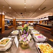 ◆夕食は和洋中約40種類、朝食は和洋約20種類のメニューが並びます。