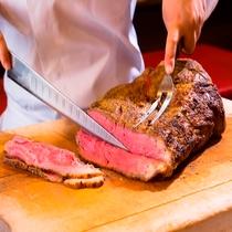 ◆夕食バイキングメインはローストビーフ!(ステーキの日もあります)