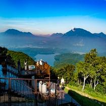 ◆野尻湖・北信五岳を一望できる野尻湖テラス *リフトは期間限定営業