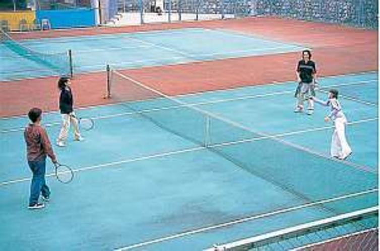 テニスコートは2面あり