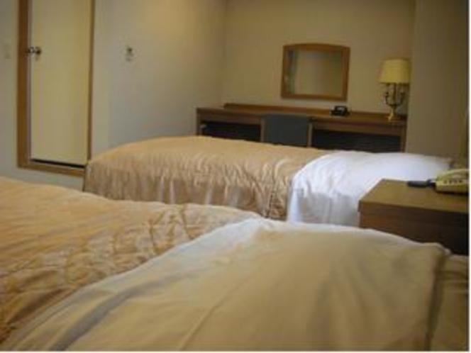 ツインルームベッドと鏡台