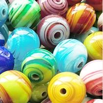 *ガラス体験工房『森のくに』では色とりどりのガラス作品をご用意しております。