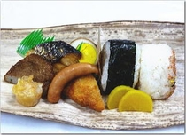 朝・竹皮包弁当(おにぎり2個)