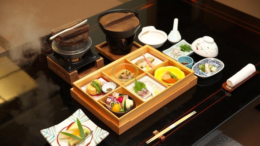 日帰りプランの昼食は、粋を集めた松花堂御膳。レストランでお召し上がりくださいませ。