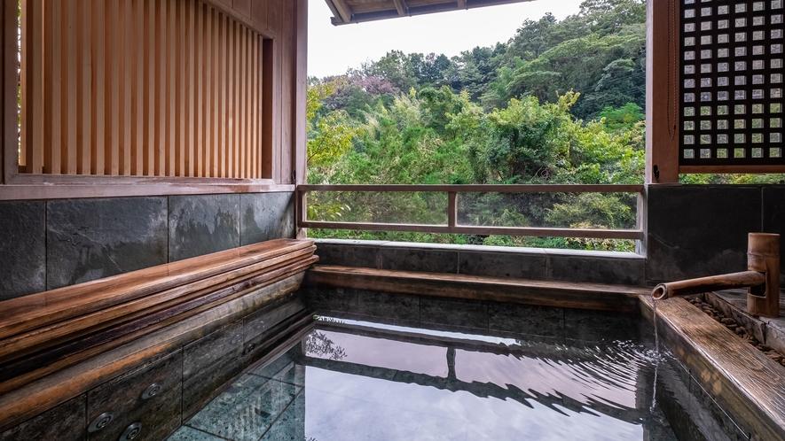 【Dタイプ:万葉】お部屋についている露天風呂。源泉かけ流しの温泉をお部屋でご堪能ください