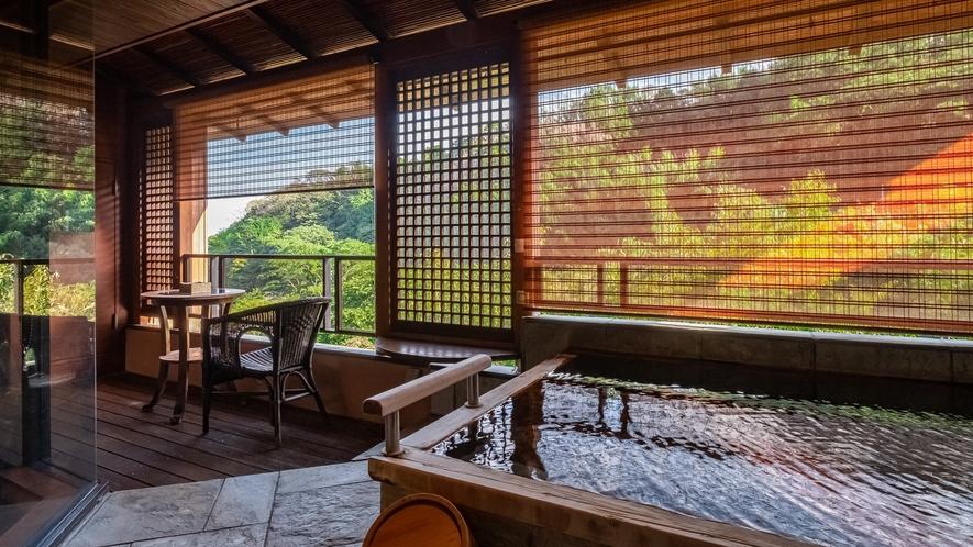 【Gタイプ:漱石】客室には温泉かけ流しの露天風呂、サウナがついています。