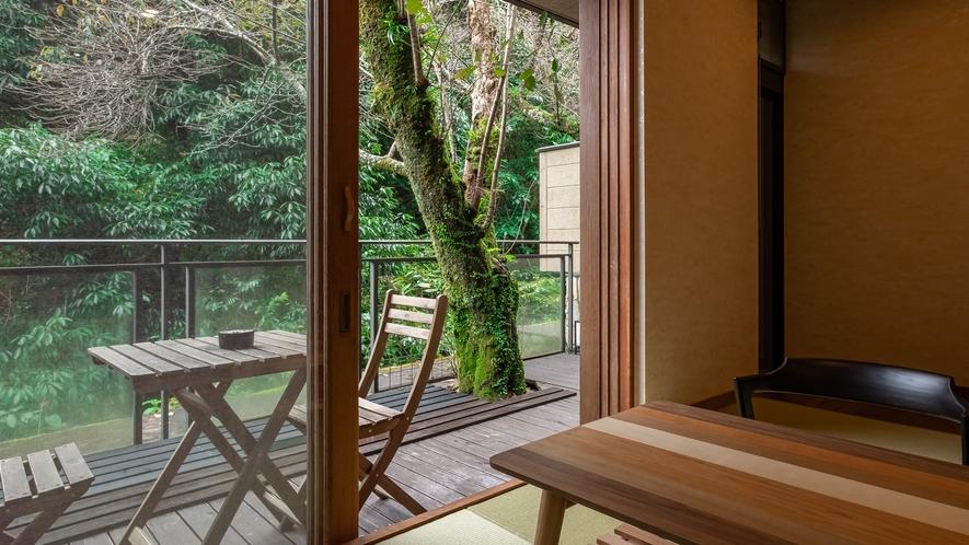 【Cタイプ:桜庭】バルコニーで湯河原ならではの自然を楽しんで。