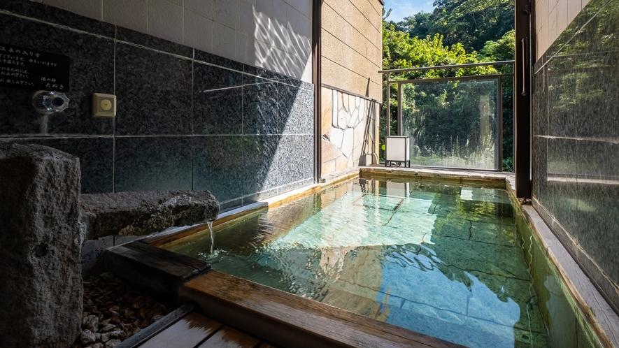 【Cタイプ:紫陽花】内風呂の浴槽からそのまま外の空気を感じる露天を愉しめます。