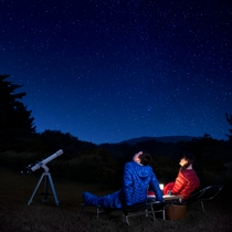 冬の夜空に瞬く星を眺めるには絶好のロケーション