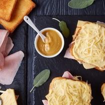 ピクニックスタイルの朝食(グランピング)