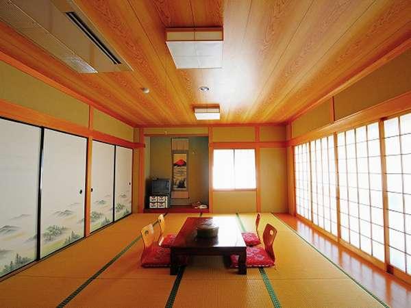 【和室12畳】美しい山々が見下ろせるお部屋です。
