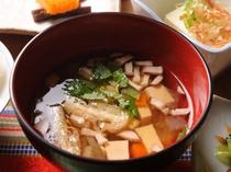 朝食のそば米雑炊は「郷土料理百選」(農水省)にも選ばれたお料理。徳島伝統の味をめしあがれ