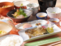 アユや、豊かな自然がはぐくむ山の幸の数々を、お母さんのやさしい味で( ^^) _
