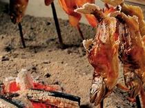 ゆるり会席プランでは、焼きたての「あめご」や「でこまわし」を囲炉裏を囲んでお召し上がり頂けます。