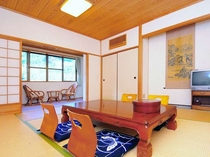 【和室10畳】美しい山々が見下ろせるお部屋です。