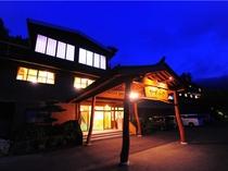 ☆名勝「かずら橋」からいちばん近い旅館 徒歩10分(#^.^#) 家族の暖かな心でで営む料理宿です♪