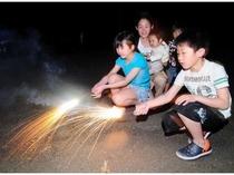 星空のもとご家族で花火を楽しみましょ~